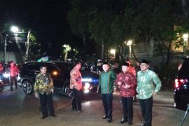 Pimpinan MPR antar undangan pelantikan kepada Prabowo