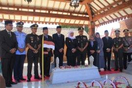 Khofifah berziarah ke makam Gubernur Soerjo di Kabupaten Magetan
