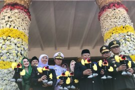 Gubernur Khofifah pimpin upacara Hari Jadi Ke-74 Jatim