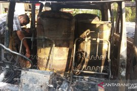 Pemicu kebakaran SPBU Setu diduga dipicu drum dalam Grandmax