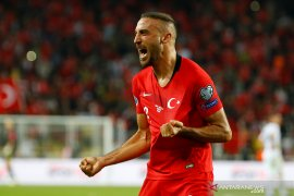 Kalahkan Albania, Turki pimpin Grup H