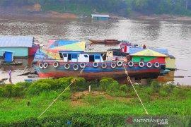 Sungai Barito kembali surut , angkutan terganggu