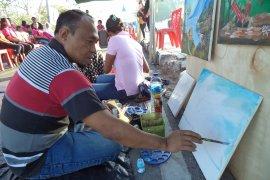 Lukisan karya penderita gangguan jiwa di Kupang dipamerkan