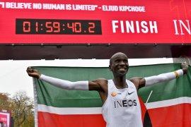 Sejarah baru, catatan waktu lari marathon kurang dari dua jam