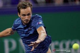 Medvedev alami kekalahan dini yang mengejutkan di Paris Masters