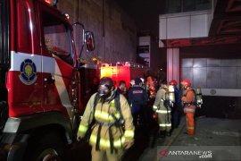 Kebakaran landa basement gedung PELNI, 12 mobil damkar dikerahkan