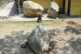 Pascalongsor Batu Raksasa Di Purwakarta