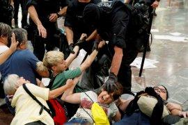 Berita Dunia - Spanyol minta Belgia menahan mantan pemimpin Catalunya