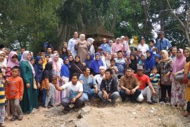 Tunaikan nazar, Anggota DPRD Cilegon gunakan gaji pertama ajak konstituen keliling Banten