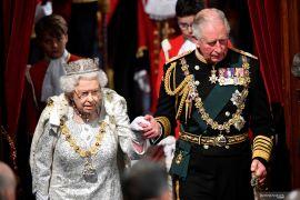 Ratu Elizabeth akan mengenakan busana baru dengan bulu palsu