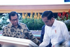 Presiden tanda tangani prasasti digital resmikan proyek Operasi Palapa Ring