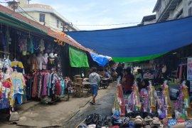Terpal PKL di kawasan Pasar Tengah ditertibkan