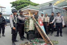 Polisi menyita alat tajam dan atribut KNPB