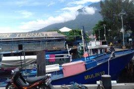 Pemkab Halteng salurkan bantuan armada mesin ketinting bagi nelayan