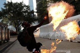 Protes di Hong Kong kembali ricuh, aksi pengunjuk rasa bentrok dengan polisi
