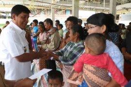 Tali asih untuk 100 KK korban bencana di Samosir