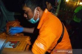 Densus geledah rumah terduga teroris LT, temukan cairan kimia
