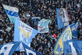 Lazio dihukum tutup sebagian tribun stadion saat  menjamu Celtic