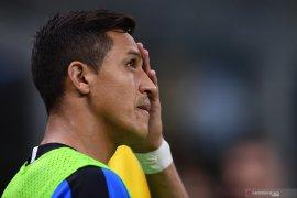 Alexis Sanchez akan absen tiga bulan setelah operasi pergelangan kaki