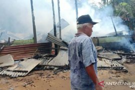 Rumah kontrakan Lelo Hasibuan di Tapanuli Selatan habis terbakar