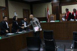 Karunia Alexander Muskita, perantara suap Direktur PT Krakatau Steel dituntut tiga tahun penjara