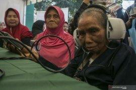 237 orang lansia di Aceh Tamiang terima Bantu Lu akibat kurang  mampu