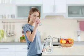 Minum air putih berlebihan dapat memicu hiponatremia