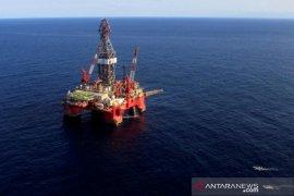 Harga minyak turun tertekan data China yang lemah dan tekanan minyak mentah AS
