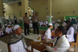 """320 santri Pondok Pesantren Al Falah Putera ikuti """"eradikasi scabies"""""""