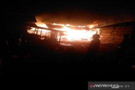 Rumah janda anak enam di Tantom Angkola habis terbakar