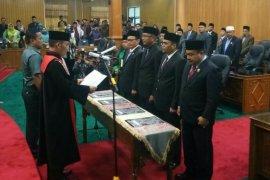 Empat Pimpinan DPRD Bengkalis diambil sumpah