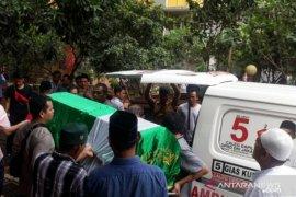 Terjun dari lantai 7, bocah 4 tahun ini tewas dalam perjalanan ke RS