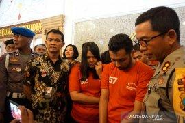 Polrestabes Surabaya ungkap kasus pembunuhan, pelakunya ada suami istri