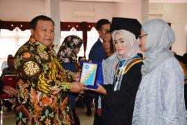 Ranita Rizkiyah Munthe peraih IPK tertinggi wisuda RAKN Sibolga