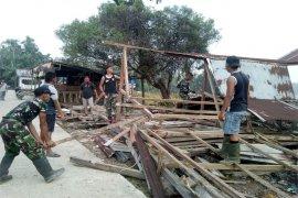 Satgas TMMD Kodim 0314/Inhil Bersihkan Pasar Desa