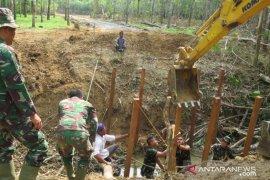 38 warga Desa Tapin hibahkan lahan perkebunannya sukseskan TMMD