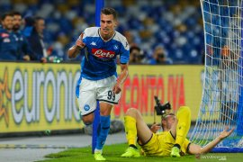 Milik bawa Napoli menang 2-0 atas Verona
