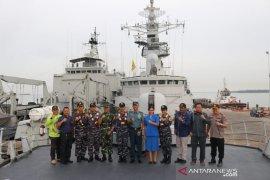 KRI Teluk Ende-517 sandar di Pelabuhan Marine Tanjung Bara