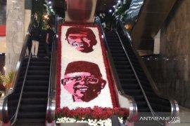 Bunga berwajah Jokowi-Ma'ruf hiasi tempat pelantikan