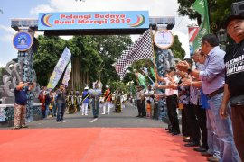 Ribuan warga memadati karnaval Pelangi Budaya Bumi Merapi