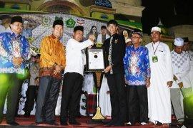 Kapuas raih penghargaan MURI pembaca Al Quran terbanyak 7.260 orang