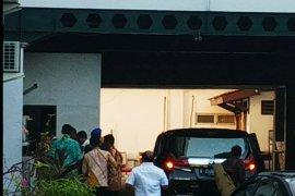 Wiranto kembali masuk ke RSPAD setelah 3,5 jam keluar