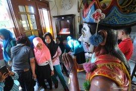 Kunjungan ke museum Mandilaras