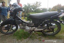 Pria di Aceh Utara ini diamuk massa tepergok mencuri sepmor