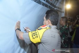 TNI/Polri bersama Forkopimda tanda tangani deklarasi dukungan pelantikan