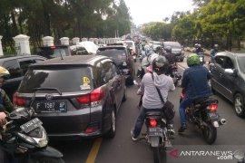 Warga dan pelaku usaha Cianjur berharap pembangunan jalur Puncak II