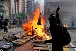 Pawai damai Hong Kong dinodai pembakaran