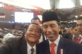 Bupati Samosir swafoto dengan Presiden Joko Widodo
