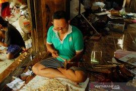 Perajin keris di Yogyakarta kesulitan bahan baku kayu timoho