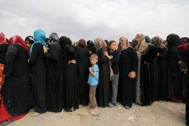 Berita Dunia - Keluarga Kurdi  mengungsi ke perbatasan Suriah-Irak hindari perang